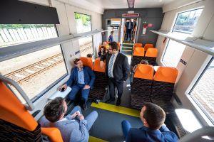 Ani v horúcom počasí nie je nutné vyzliekať si sako: Nové moderné vlakové jednotky sú samozrejme vybavené klimatizáciou.