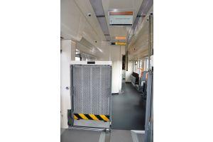 ZSSK myslí v nových vlakoch aj na cestujúcich s obmedzenou pohyblivosťou: nástupnými plošinami a bezbariérovými toaletami.